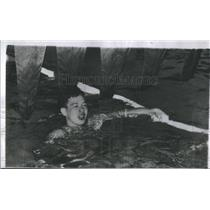 1954 Press Photo Hawaiian Swimmer Konno Treading Water After Race - RSC27185