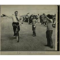 1972 Press Photo Sen Henry Jackson bicycle riding Miami - RRW57699