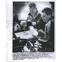 1966 Press Photo Indianapolis Race Car Mechanic Porter Driver Grim Working