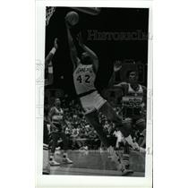 1988 Press Photo James Worthy Los Angeles Lakers Layup - RRW73713