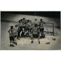 1974 Press Photo Denver University Ice Hockey - RRX43051