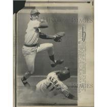 1973 Press Photo Chicago Cubs Second Baseman Paul Popovich, Denis Menke