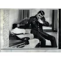 1971 Press Photo John Sexton Viet Cong Prisoner - RRX54369
