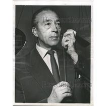1956 Press Photo Dusseldorf Germany Herr Stachula Razor - RRW50119