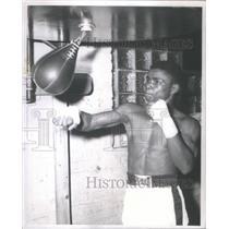 1957 Press Photo Bobby Rogers (Boxing) q - RSC45157