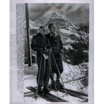1952 Press Photo Mr Mrs David Lawrence Ruland skiing - RRX36965