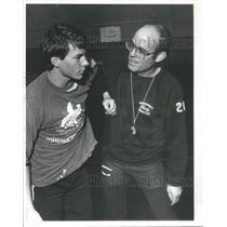 1985 Press Photo Meadowdale High School Wrestling Coach Bruce Cook Ken Corbett