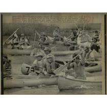 1975 Press Photo Canoes Race Down the Missouri River.