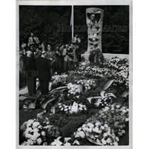 1956 Press Photo Memorial/Anti-Communist Revolt/Berlin - RRX71831