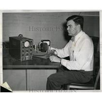 1953 Press Photo Signal Dept Adjusting Sonic Amplifier - RRW61623