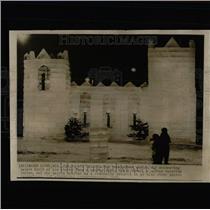 1955 Press Photo Shimmering Palace Built Of Ice Blocks - RRW64447