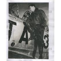 1953 Press Photo Dad Footstep William Rickenbacker Plane Korea Gypsy World War