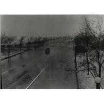 1948 Press Photo Lake Shore Drive waves strong winds - RRW55365