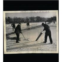 1943 Press Photo Ice Sheet Cutting Massachusetts Area - RRW64347