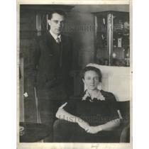 1935 Press Photo Prof Fredrick Joliot Wife Madame Irene Carlie Paris Sweden