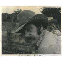 1975 Press Photo Bob Sedlachek Cowboy Lash LaRue Arthur Andersen Michigan State