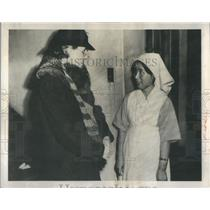 1945 Press Photo Miss Lois Kramer Tokyo Japan camp
