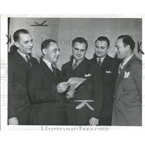 1944 Press Photo Detroit Policemen Cited For Work