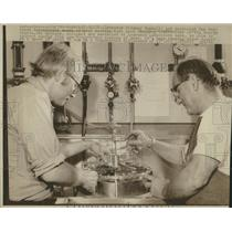 1930 Press Photo Heat Machine Testing Inventor Machine - RRW53927