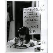 1991 Press Photo Food service workers strike