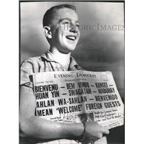 1956 Press Photo Mike Reed Greets the 50 Distributors - RRW46159