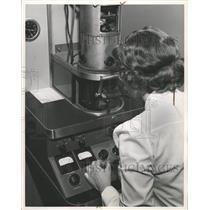 1951 Press Photo Microscope - RRW36275