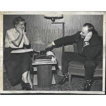 1950 Press Photo Jessie & Dan Thornton Use A Telephone - RRX83587