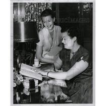 1952 Press Photo Mrs. Lester Gruber & Mrs.Scripps