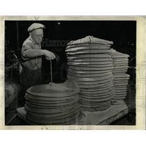 1943 Press Photo Westinghouse Porcelain Plant - RRW64585