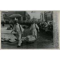 1966 Press Photo Alkmaar Cheese Market - RRX62751