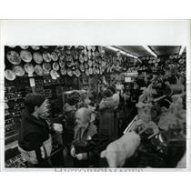 1985 Press Photo Windsor Canada Shopping