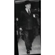 Press Photo London Businessman Carrying Briefcase - RRW99491