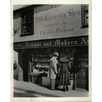 Press Photo Dickens Fans Visit Curiosity Shop