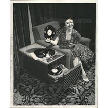 1953 Press Photo Carolyn Ray Phonograph Music Player - RRW35323
