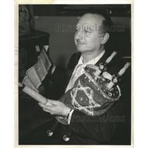 1956 Press Photo Megillah Queen Esther Smallest Torahs - RRW48509
