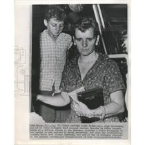 1963 Press Photo Mrs. Olga Hernandez Cuban Refugee - RRW38485