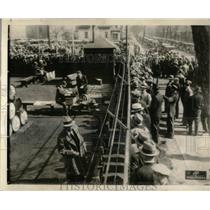 1935 Press Photo Chevrolet Ohio Co workers receive pay - RRX67117