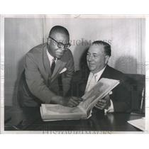 1961 Press Photo Nominee Robinson with Mayor Richard Daley of the peace corps