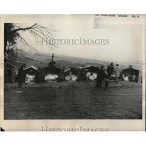 1960 Press Photo Inhabitant of Puerto Monte at Cemetary - RRX62739