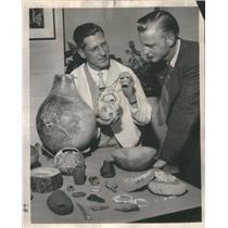 1953 Press Photo Dr.Paul S.Martin Shows Stones to Leonard Johnson. - RSC98433