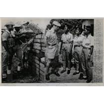 1967 Press Photo Capt.John Hasek Instructs Ghana Army. - RRX78993