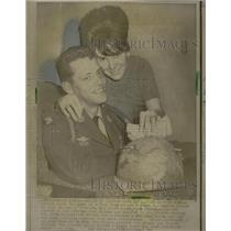 1966 Press Photo Packet of Letters save life of a GI.