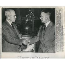 1947 Press Photo President Truman Awards Aviation Trophy To Lewis A. Rodert