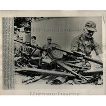 1965 Press Photo Russian Machine Guns Vietnamese - RRX78247