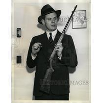 1935 Press Photo Jesse Livemore sheriff Jack Ross gun - RRW14633