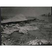 1952 Press Photo Waves Crashing Over Lake Shore Drive - RRW55369