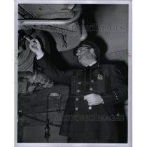 1950 Press Photo Detroit Police Clue Search - RRX35459
