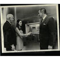 1971 Press Photo Janet Lppolito La Salle Money Break - RRW58537