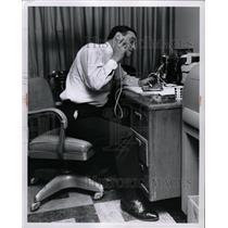 1975 Press Photo JP McCarthy electronic work home room - RRW13047
