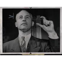 1943 Press Photo Radio Signals Harry Kogen - RRW69679